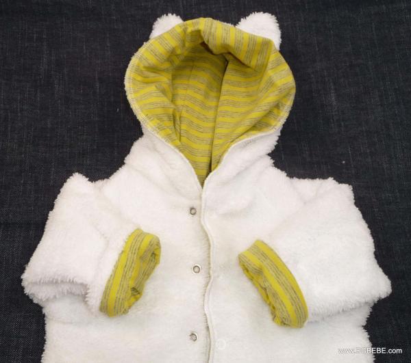 Пухкава жилетка с жълта подплата от трико цена 25,00лв. 446356008